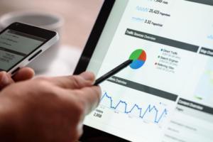 Google Analyticsで参照元URLのほとんどが「/」になってしまうのはなぜ?改善方法や対策方法はある?