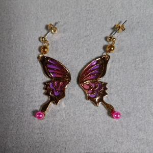 蝶の翅のピアス