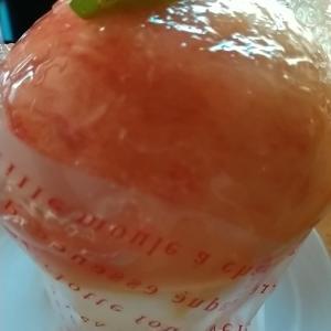 丸ごと白桃パフェとマスカットオブアレキサンドリアのフルーツサンド