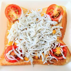 海産物 × パン バルミューダトースターで焼いた しらすトースト♪