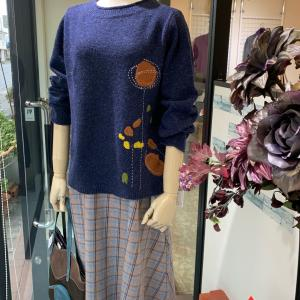 手刺繍が可愛いセーター