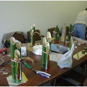 竹細工教室で門松づくり