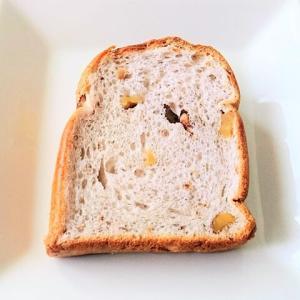 先日の朝パンは、、 山崎製パンのくるみGOLD♪
