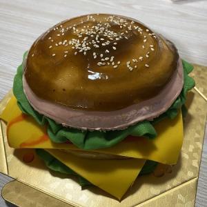 PatisserieK2(パティスリー ケイツー)のオーダーケーキ(ハンバーガー)