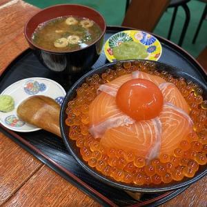 海鮮居酒屋 魚一(うおかず)のサーモンイクラ卵黄丼&ウニイクラ卵黄丼