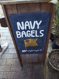 ベーグルの人気店、ネイビー&ラクダ