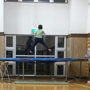 トランポリンと跳び箱の練習
