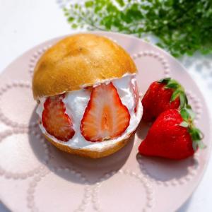 【レシピ】いちご生地のマリトッツォ