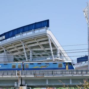 増築した?ヨコハマスタジアム(根岸線EH200)