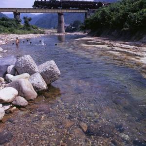 川遊び(只見線C11)