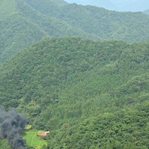 向こうに見えるは青野山(山口線C56+C57)