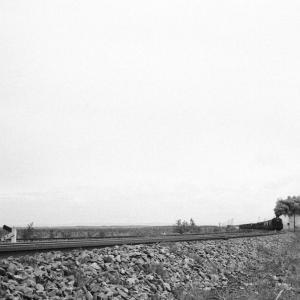 遥かなる煙_勇払平原(室蘭本線D5115)
