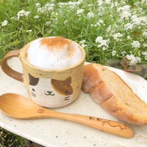 Cafe Latteと天然酵母パンで癒しタイム、素敵な本と共に〜