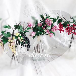 スグリベリー。スノーベリー粘土の花