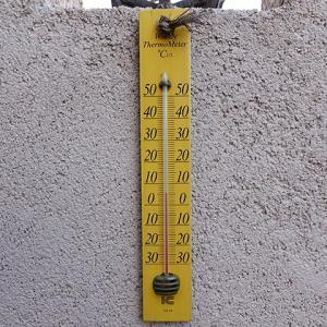 庭の温度計がこわれまして