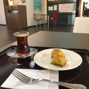 トルコのお菓子、バクラヴァ 東京ジャーミー