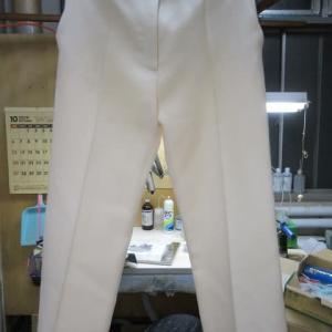 百貨店商品パンツ(ヴァレンティノ製)裾筋汚れ線 しみ抜き ウール・シルク素材