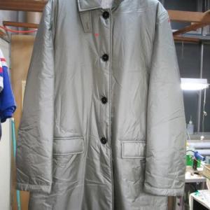 百貨店商品コート(ジルサンダー製)陳列汚れ しみ抜き ナイロン製