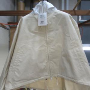 百貨店商品ブルゾン(ジルサンダー製) 陳列汚れ しみ抜き 綿素材