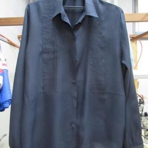 黒シルクブラウス(Mc David製)衿汚れ クリーニング・しみ抜き シルク素材