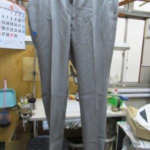 百貨店商品スーツパンツ(エンポリオアルマーニ製)ミシン油 しみ抜き ウール素材