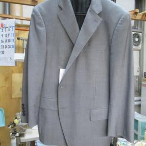 スーツ上着(ダーバン製)他店で落ちなかった黄変しみ しみ抜き ウール素材