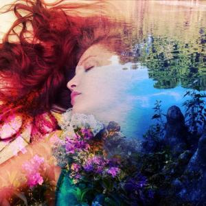眠っているときに無意識で行動してしまう「睡眠時髄伴症」と夢を夢と意識できる「明晰夢」のこと