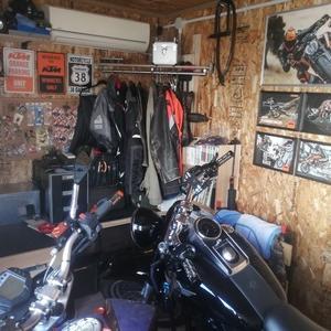 ガレージのお片づけと飾りを考える