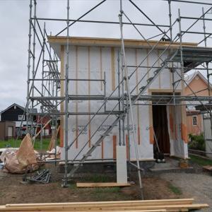 十勝 幕別町にタイニーハウス建築中。工事順調に進んでいます。