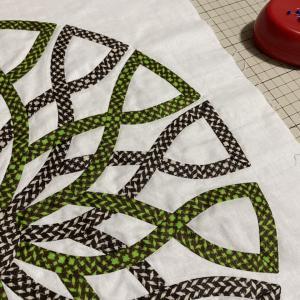 今日もまつり縫いです