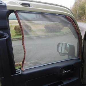 N-VANの車中泊化DIY 防虫網の取付 マジックテープ貼付け。