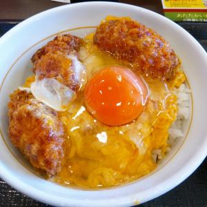 なか卯の『牡蠣とじ丼』に『こだわり卵』です。