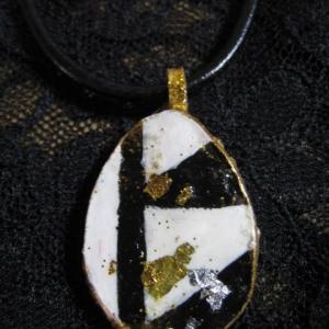 革のネックレス