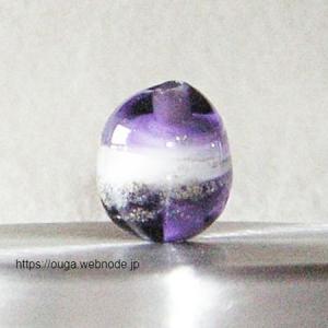 とんぼ玉(紫x白)