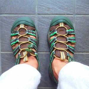 転ばぬ先の杖 雨で靴が滑るのは困る キーンのサンダルラッキー セール価格でしたよ(^_-)-☆