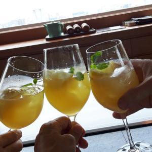 楽しい仲間からの誕生日プレゼントは 17階でした 素晴らしい眺望に先ずは乾杯!