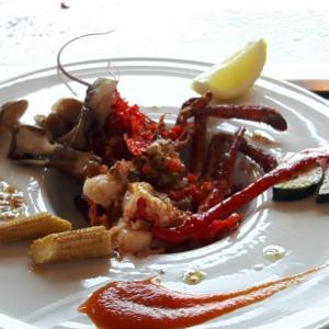 オマール海老の解体に 感動! 美味しい所は 兜の中でしょうがっ!!(^_-)-☆