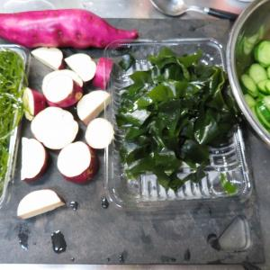 海藻は 良く頂きますえ(^_-)-☆ 細切り昆布とサツマイモの煮物