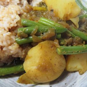 ガラムマサラのカレーパウダーで ジャガイモといんげんの野菜カレーを 作って見る!!(^^♪
