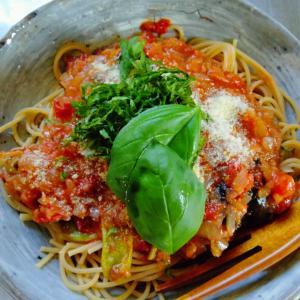 """夏野菜のスパゲティは """"茄子のトマトソース"""" スィートバジルと青シソ2つのハーブが生きている"""