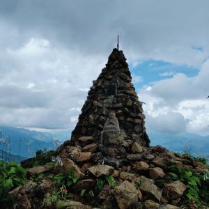 """""""地蔵ケルン""""から 信州の山々を見渡す"""