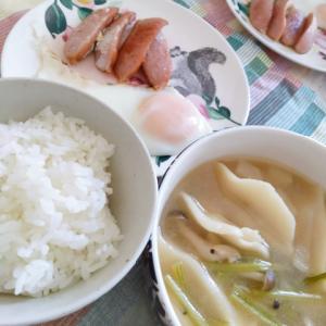 餃子スープと目玉焼き
