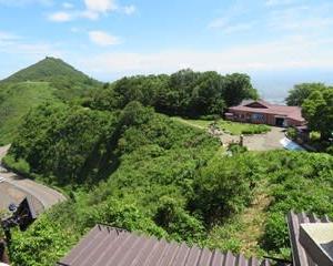 月イチの神社詣り、弥彦山は聖火リレーの日でした