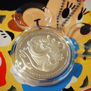ミッキーシェイプの中のメダル/パーク配布品(13)