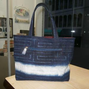 藍染バッグとワンピースの途中