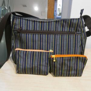 着物地のバッグとポーチ