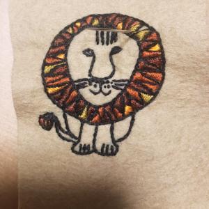 ブローチ  刺繍