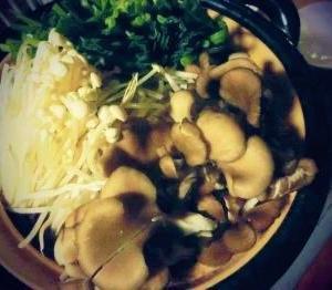 【きのこ鍋】お鍋のために初めて買ったもの。