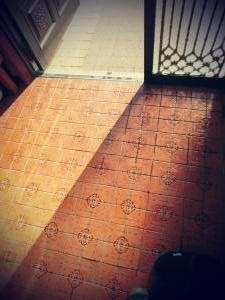 【邪気払い掃除】玄関タイルのワックスがけ。