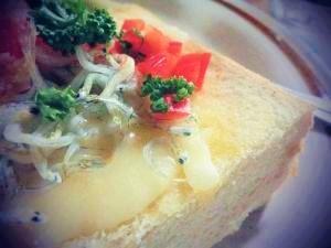 *カルシウムたっぷり♪『しらすトースト』の朝ごはん。
